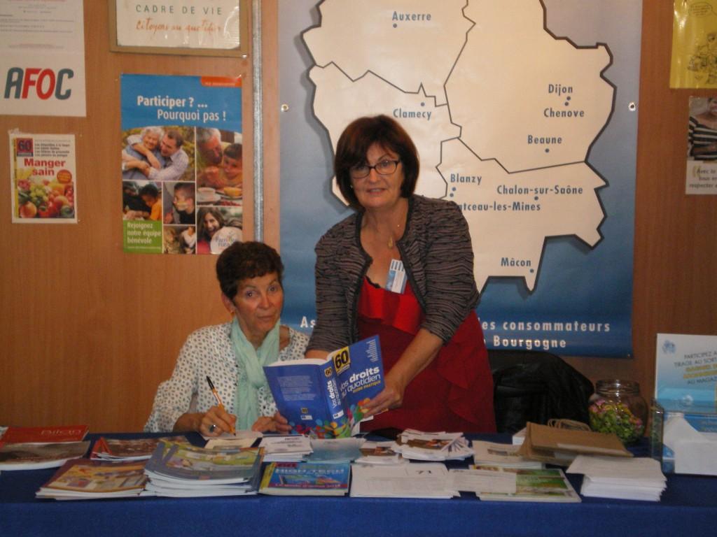 Première journée à la foire de Chalon sur Saône Josette Pernot bénévole et Colette Sautière présidente du CTRC de Bourgogne